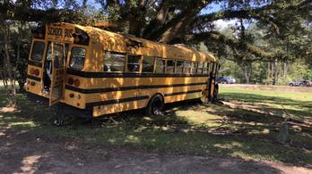 Elkötött egy iskolabuszt a kissrác, rendőrségi üldözés lett belőle