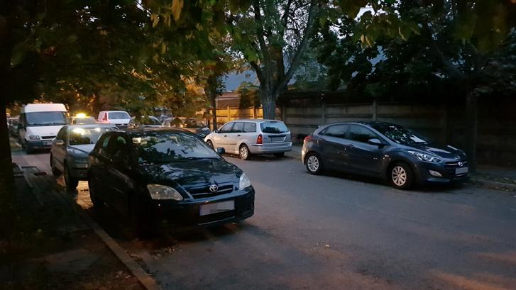 Még este is tele az utca, van, hogy csak 10 után kezdenek lenni helyek