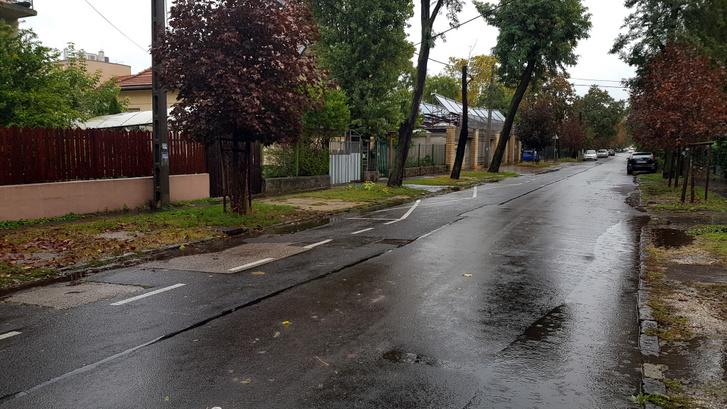 Ez meg a szomszédos utca, ami már fizetős övezet