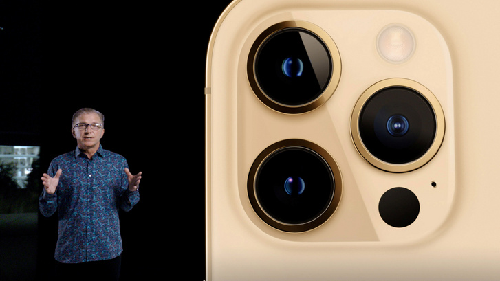 "Greg ""Joz"" Joswiak az iPhone 12 bemutatóján"
