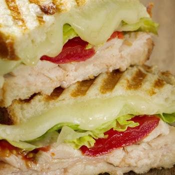 Ropogós panini roston sült csirkével – Az olaszok melegszendvicse gyorsan elkészül