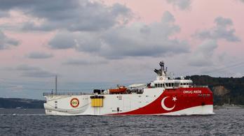 Török kutatóhajó kavar vihart a Földközi-tengeren