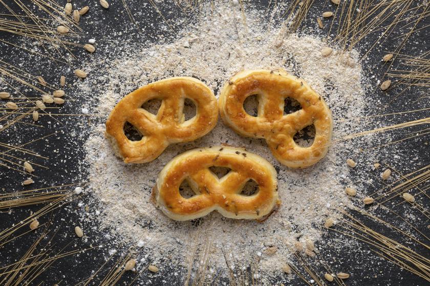 Házi sajtos, sós mini perecek: hosszú ideig nem szárad ki a tészta