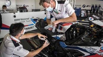 A BMW a versenypálya mellett nyomtatott egy új alkatrészt a versenymotorhoz
