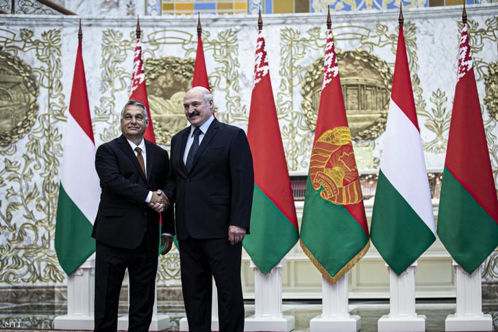 A Miniszterelnöki Sajtóiroda által közreadott képen Aljakszandr Lukasenka fehérorosz elnök (j) és Orbán Viktor miniszterelnök találkozója Minszkben 2020. június 5-én.