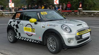 Versenytempóban tesztelték a Mini Cooper elektromos változatát
