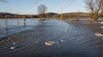 Tovább árad a Sajó, újabb utat zártak le
