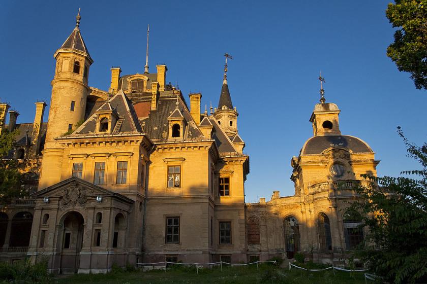 Melyik magyar kastélyt látod a képen?