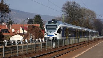 Káosz Nagymaros és Szob között, fél órát is késhetnek a vonatok