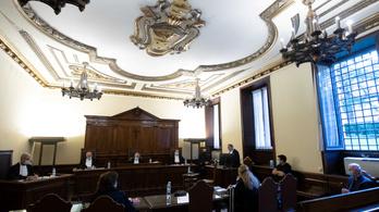 Először tárgyal zaklatási ügyet a vatikáni bíróság, egyik vádlottja öt éven át zaklatott egy ministránsfiút