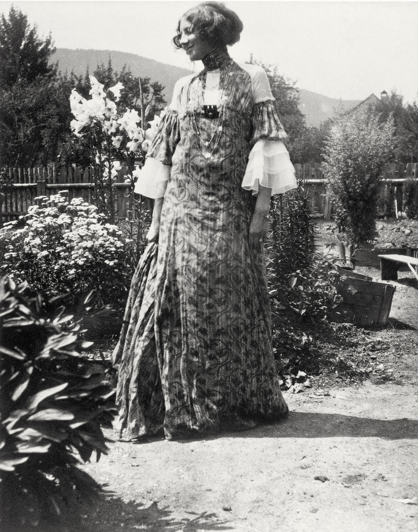 Emilie Flöge egyik reformruhájában.