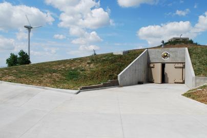 atombunker nyitó