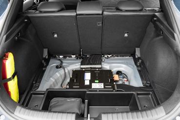 Az 48 voltos enyhe hibrid rendszer akkumulátorát így helyezték el, kevesebb lett a hely