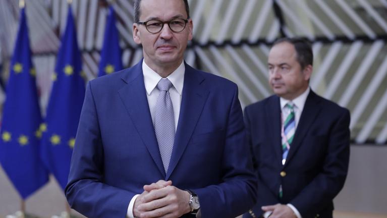 A karanténban lévő lengyel miniszterelnököt a cseh kormányfő képviseli az EU-csúcson