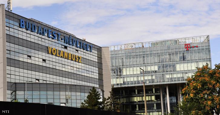 A Népliget autóbusz-pályaudvar és a Magyar Telekom székháza.