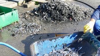 150 kiló evőeszköz került elő a pécsi szennyvíztározóból