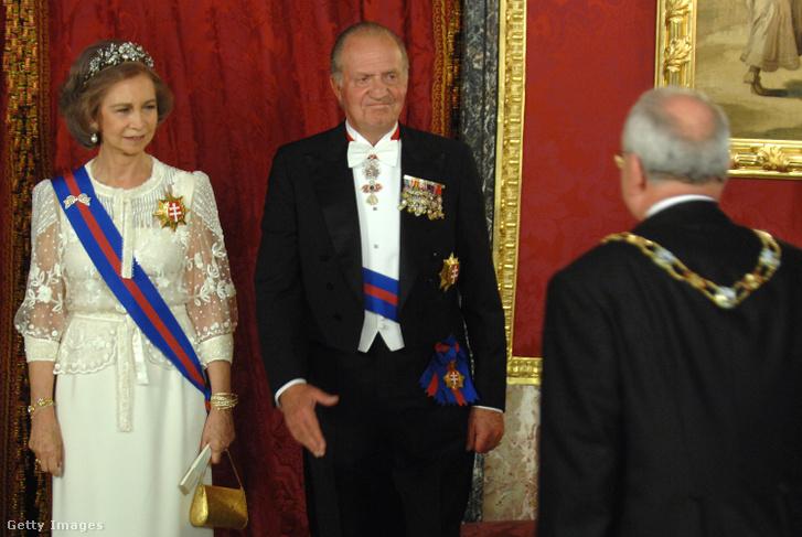 I. János Károly és felesége, Zsófia királyné egy 2007-es madridi királyi vacsorán. Adtak a látszatra.
