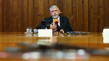 Kásler Miklós több egészségügyi intézményből kitiltotta a koronavírusos és fertőzésgyanús betegeket