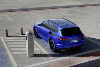 Volkswagen Touaregből is készül szuperhibrid