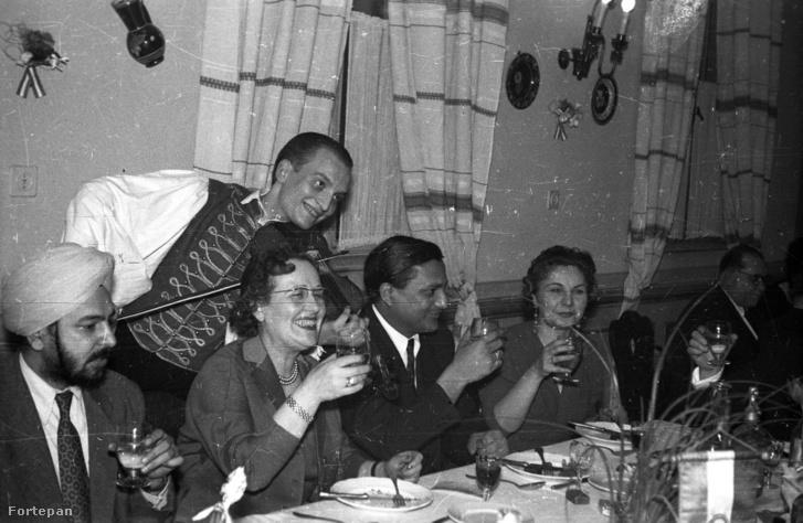 1958-as életkép egy étteremből