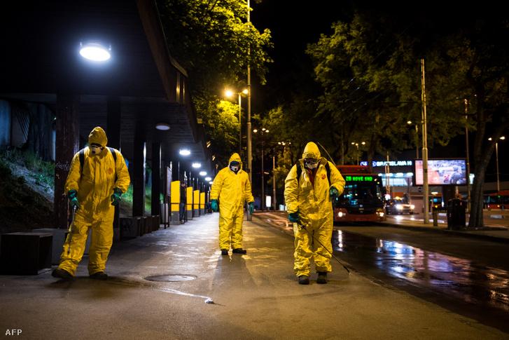 Így fertőtlenítették az utcákat Pozsonyban 2020. április 21-én