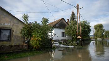 Elzárta az árvíz a világtól Hernádszentandrást