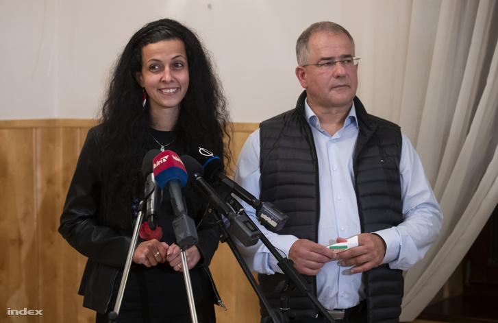 Koncz Zsófia és Kósa Lajos sajtótájékoztatója a választás napján