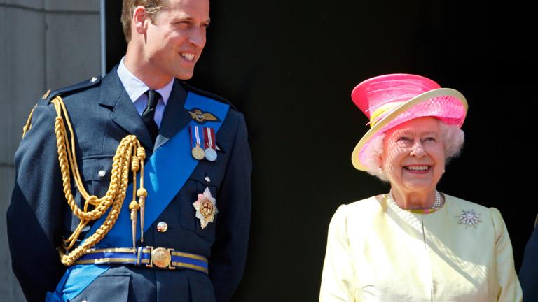 Maszk nélkül mutatkoztak, bírálják II. Erzsébet királynőt és Vilmos herceget