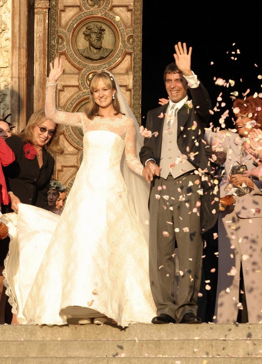 Andrea gyönyörű menyasszony volt.