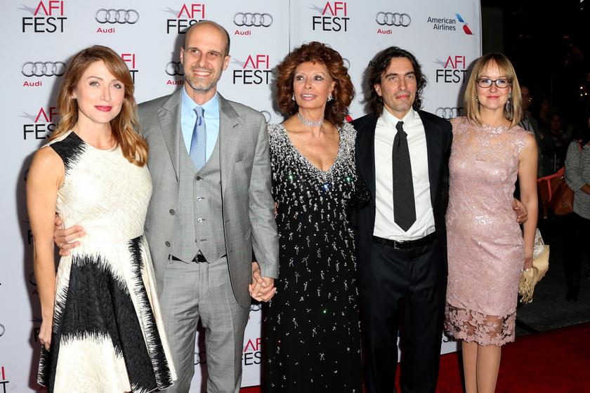 Sophia Loren mind a két fia házasságban él.