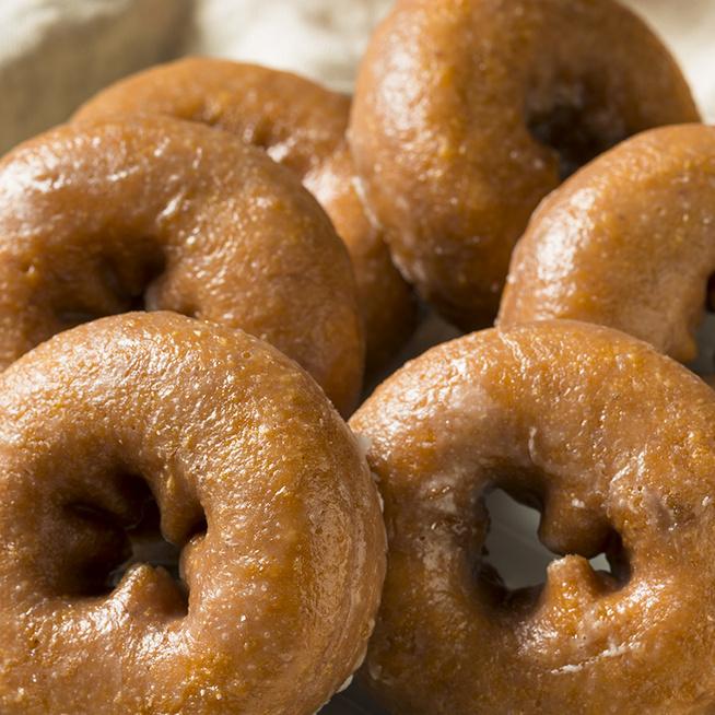 Lágy tésztájú, illatos sütőtökös fánk: kelesztés és dagasztás nélkül készül a finomság