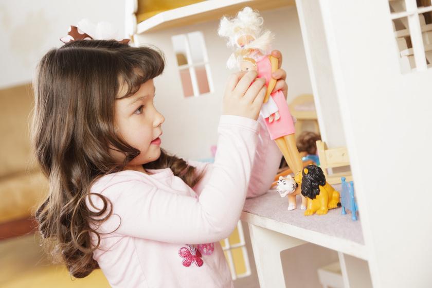 Csodásan hat a gyermeki agyra a babázás: az empátiát és gondolkodást is fejleszti