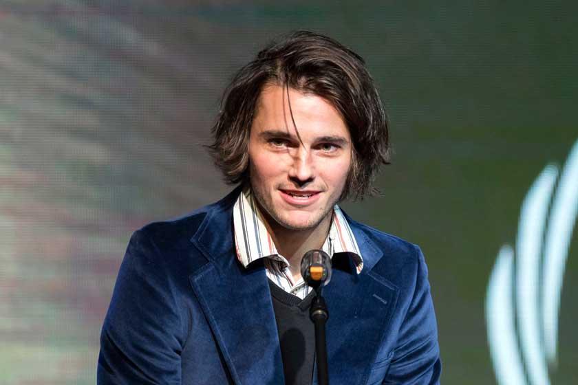 Tasnádi Bence színész jóképű, tehetséges és lázadó – Akárcsak Mozart, akit játszik