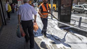 Szerbiában már szabadtéren is kötelező a maszk