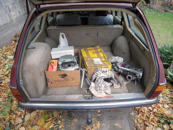 Ha kisebb autóval megyek, nem az Erával, akkor azt mondhattam volna, hogy egy csomagtartónyi cuccot kaptam mellé