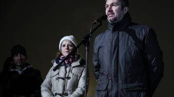 Autókkal venné blokád alá az MTVA székházát Szél Bernadett és Hadházy Ákos