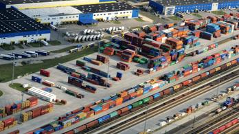 Gőzölgő sósavtartály miatt állt le a vonatközlekedés Soroksár és Dunaharaszti között
