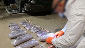 Tréleren hozott autóban akartak drogot csempészni
