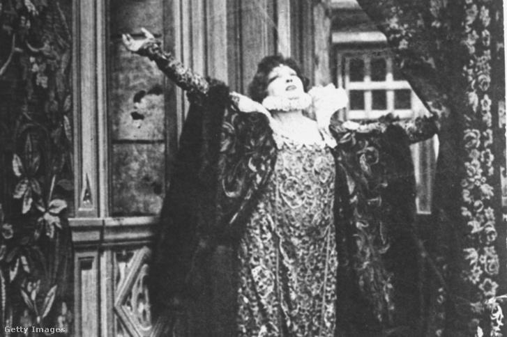 Sarah Bernhardt az Erzsébet királynő című filmben 1912-ben