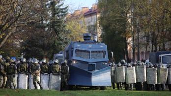 Az éles lőszer sem tartja vissza a belarusz tüntetőket
