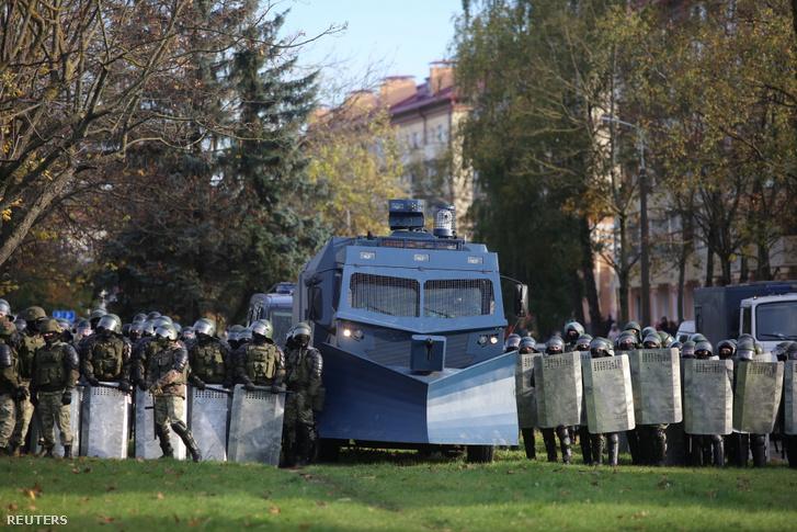 Ezzel néznek szembe a tüntetők ma Minszk utcáin