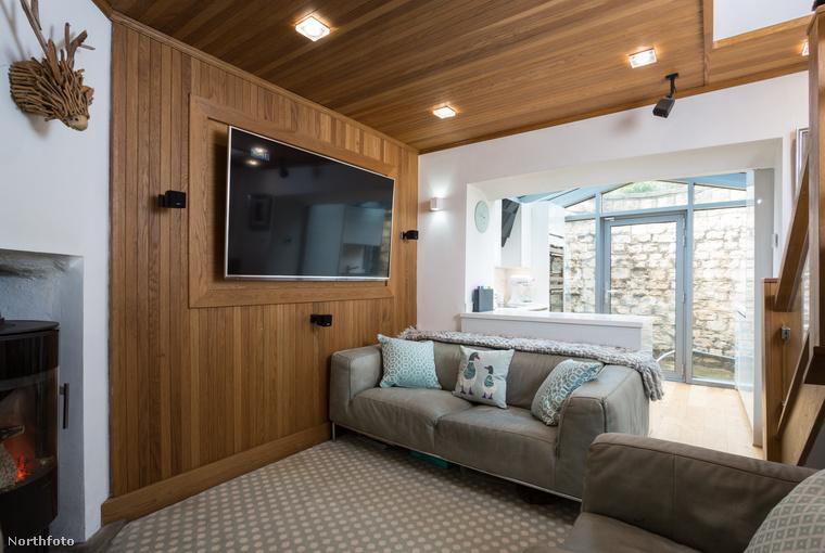 Bár a ház elég apró, mindössze 44 négyzetméter, meglepően praktikusan újították fel és rendezték át, így szinte tágasnak is tűnhet