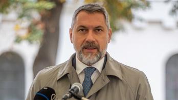 Lázár János nem hagyja kiszorítani magát a Fideszből