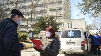 Betelt a súlyos állapotú fertőzötteknek elkülönített helyek háromnegyede Romániában