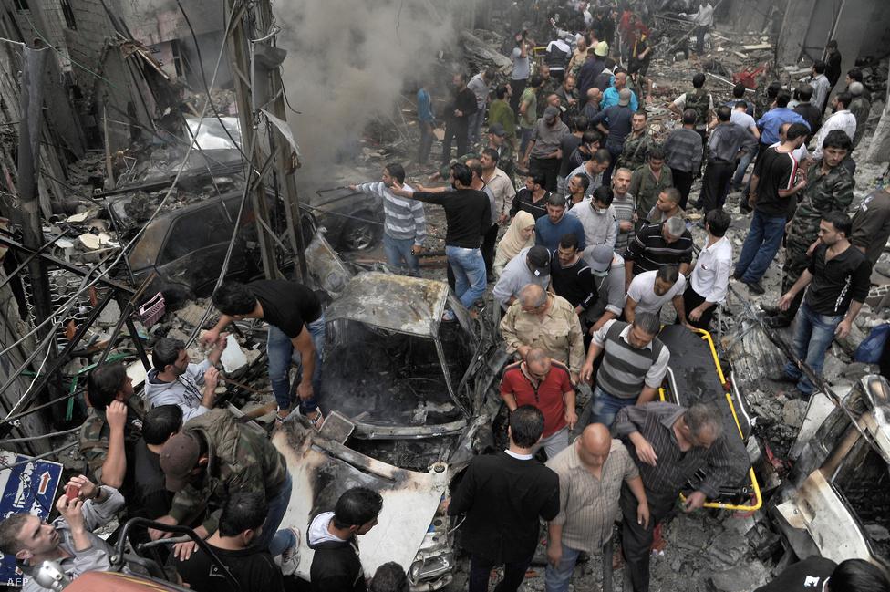 Autóba rejtett pokolgép  robbant november ötödikén Damaszkusz Mazzeh körzetében. A robbanásnak ötven halálos áldozata volt.