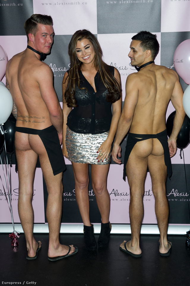 Jessica Wright és két férfimodell a Jessica Wright & Alexis Smith fehérnemű-bemutatón