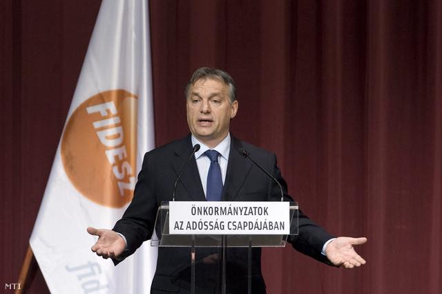 Orbán Viktor beszédet mond az Önkormányzatok az adósság csapdájában című tanácskozáson