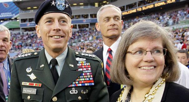 David Petraeus és felesége, Holl