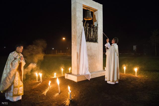 Egyházi méltóságok felszentelik az emlékművet