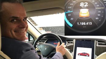 1,2 millió kilométernél jár a rekorder Tesla